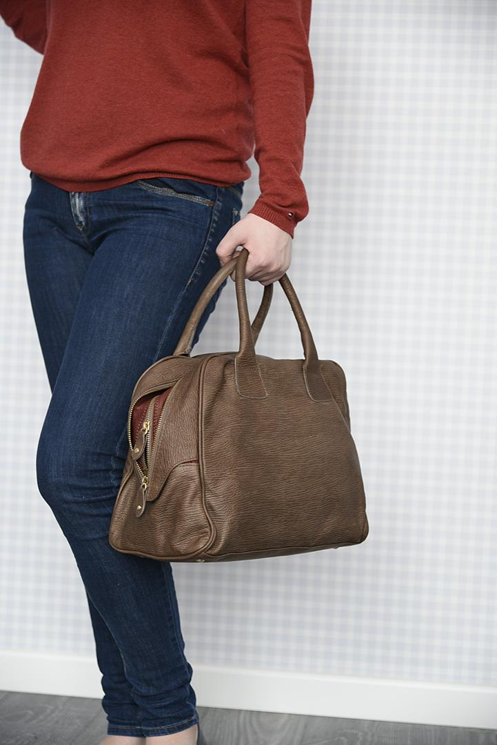 Коричневая с красным кожаная сумка-баулетто ALEANTO -29281