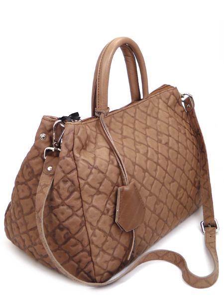 светло-коричневая сумка типа саквояж