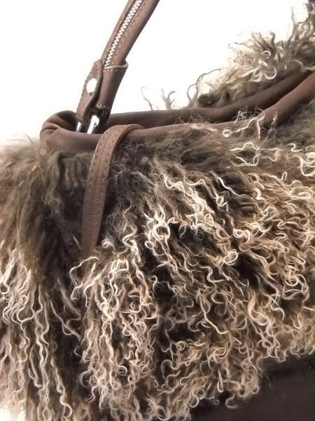 Темно-коричневая сумка с мехом итальянской марки AMBER ROSE-5041